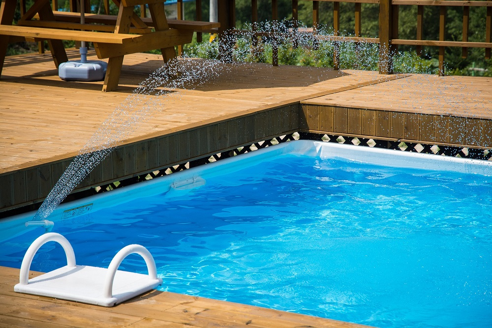 faites autour de votre piscine un espace design et convivial le coin des hommes. Black Bedroom Furniture Sets. Home Design Ideas