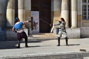 Activité en plein air: escrime médiéval