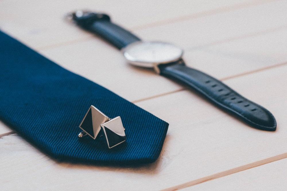 cravate-manchettes-montre-homme